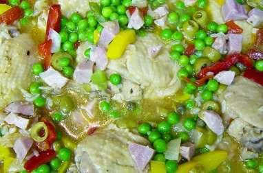 Asopao au poulet, riz, tomates, petits pois, épices (Porto-Rico)