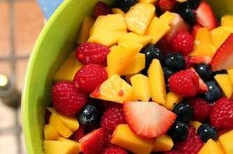 Salade de fruits de saison, fraîche et parfumée