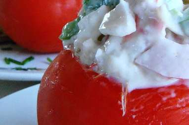 Tomates farcies crevettes, salade, oeufs, mayonnaise