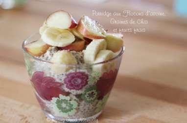 Porridge aux flocons d'avoine, graines de chia et fruits frais