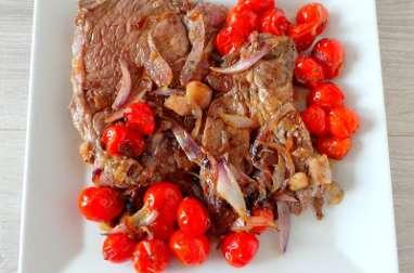 Basse côte de bœuf aux oignons, échalotes et tomates cerise