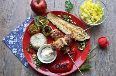 Repas minceur à la plancha - Brochettes de dinde marinées, légumes grillés