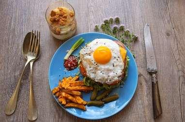 Repas minceur - Hamburger au poulet moelleux, frites de patate douce, compote spéculoos