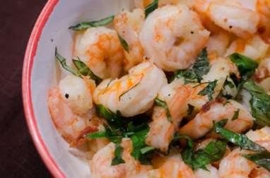 Tapas de crevettes au basilic, à l'ail et à l'huile d'olive