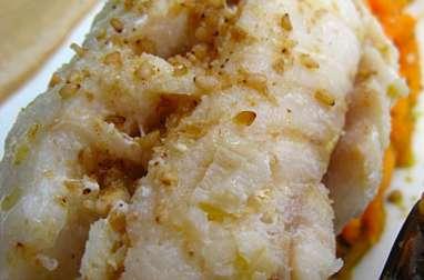 Dos de lieu noir poché, riz sauvage, patate douce, purée de sésame et gomasio