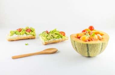 Bruschetta d'avocat et salade de melon
