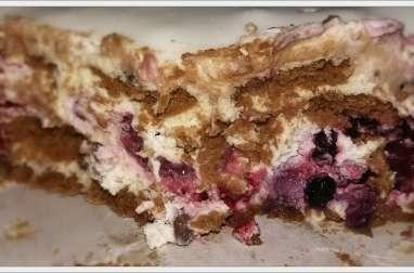 Gâteau Spéculoos, chantilly mascarpone et fruits rouges chocolat