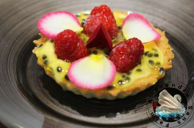 Tartelettes passion, framboises, rose de Christophe Adam