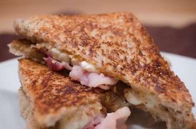 Grilled cheese au bacon et à la mozzarella