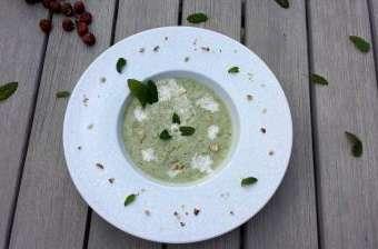 Gaspacho concombre, menthe et noisettes