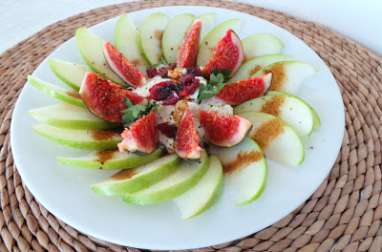 Salade de pommes Granny Smith au cottage cheese et aux figues