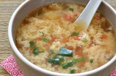 Soupe chinoise à la tomate et à l'oeuf battu