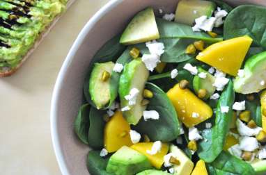 Salade épinards mangue avocat