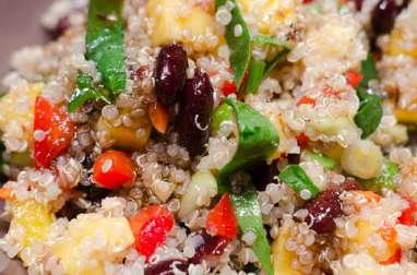 Salade de quinoa, aux haricots rouges et à la mangue