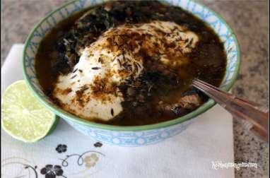 Soupe Libanaise aux lentilles et épinards , citron , cumin et yaourt