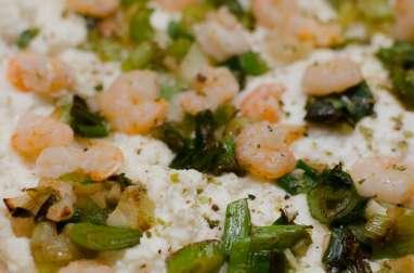 Pizza aux crevettes, aux oignons nouveaux et à la ricotta