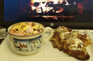 Croissants aux amandes et chocolat chaud