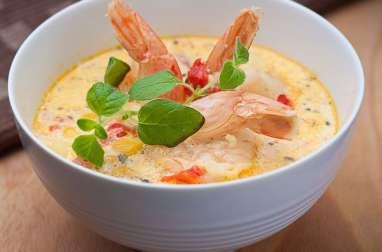 Potage velouté aux topinambours, crevettes, langoustines et oeufs de lumps