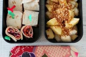 Bento de minis wraps au choudou, chou rouge, carotte et radis