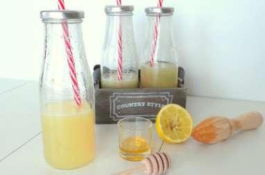 Citronnade tiède au miel et gingembre
