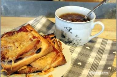 Soupe à l'oignon et tartines au jambon cru et au comté à l'oignonade