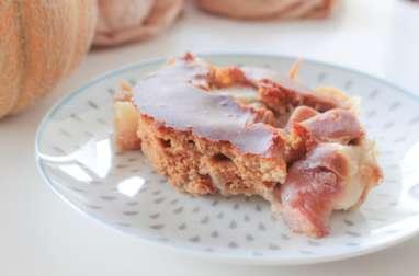 Gâteau vegan cobbler à la pêche, à l'eau de fleur d'oranger et à l'amande
