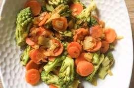 Wok de chou romanesco et carottes