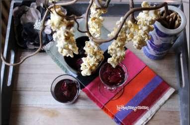 Fleurs de popcorn au caramel sur la branche, saké hibiscus