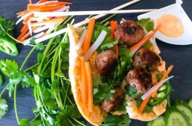 Bánh mì Nem Nướng Sandwich Vietnamien aux Boulettes