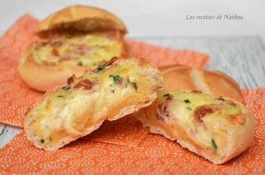 Petits pains farcis aux oeufs et à la pancetta