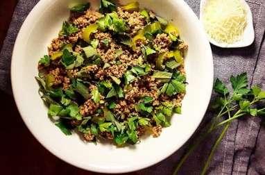 Salade de boeuf haché aux herbes fraîches