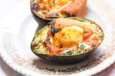 Avocats aux œufs et saumon fumé
