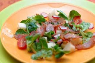 Salade de mâche, poires, roquefort