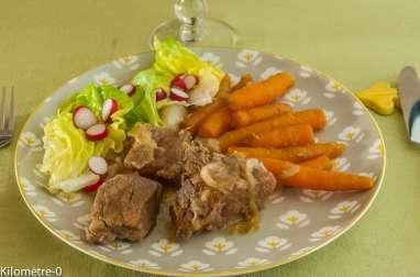 Mijoté de porc à la bière, aux oignons et carottes nouvelles