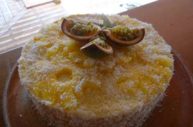 Entremet aux fruits exotiques, coco, passion, mangue et ananas