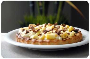 Tarte aux pommes sans gluten, à la crème pâtissière légère, chocolat au lait et noix de cajou