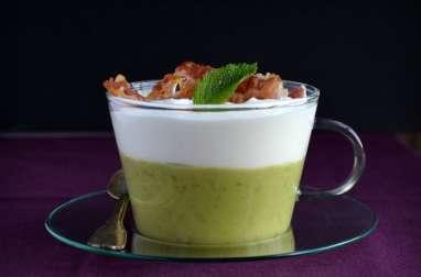 Cappuccinos de petits pois à la menthe et pancetta croustillante