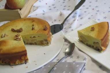 Gâteau pommes, noix et caramel