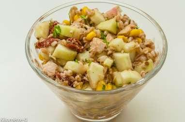 Salade de blé au thon maïs, tomates confites et concombre