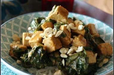 Curry de tofu aux épinards et noix de cajou