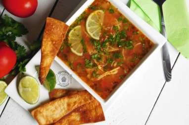 Soupe Mexicaine légère au poulet et citron vert
