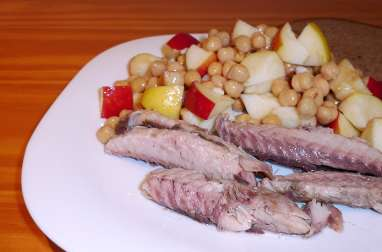 Salade aux pois chiches, à la pomme et au maquereau