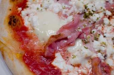 Pizza au bacon, à la feta et au miel