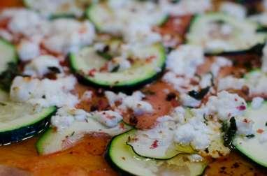 Pizza à la courgette, à la feta et à la menthe fraîche
