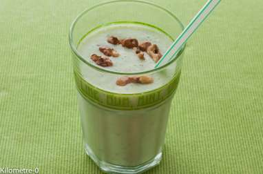 Soupe froide de concombre aux noix