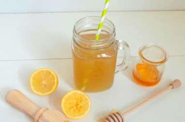Thé vert glacé au citron et au miel