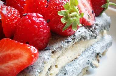 Tiramisu fraise, framboise et crème au sésame noir