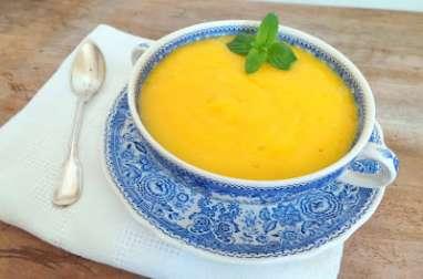 Soupe d'ananas, mangues et pêches au gingembre