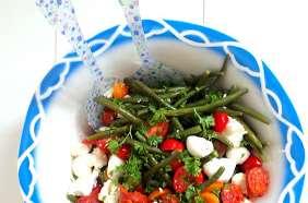Salade de haricots verts, tomates cerises, feta et mozzarella