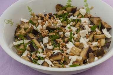 Salade d'aubergines à la fêta et aux pignons de pin